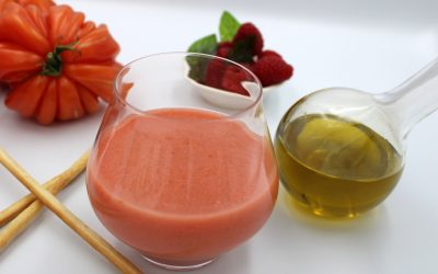 Soupe froide aux tomates, framboises, vanille et basilic